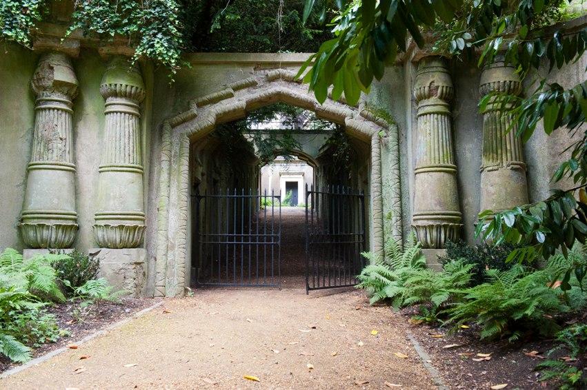 dracula tour london highgate_Egyptian_gateway, dracula tours in Romania
